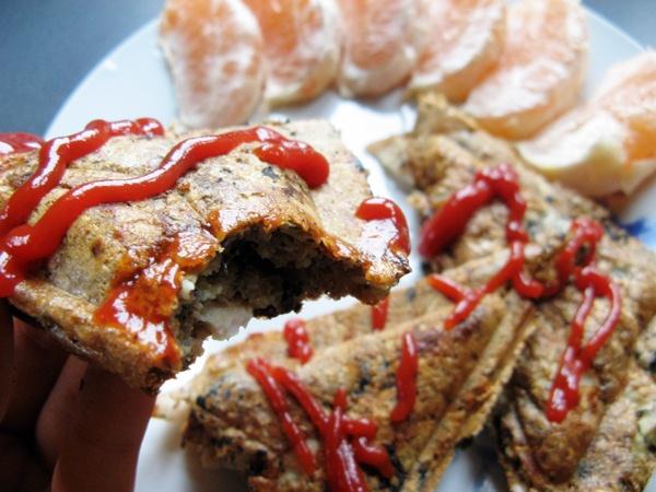 Otrębowe tosty z szynką, pieczarkami i ziołami prowansalskimi