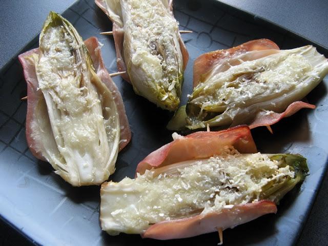 Cykoria zapiekana z szynką i camembertem
