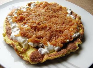 Ochota na słodkie śniadanie ? Omlet biszkoptowy z pieczonymi jabłkami i serkiem wiejskim!