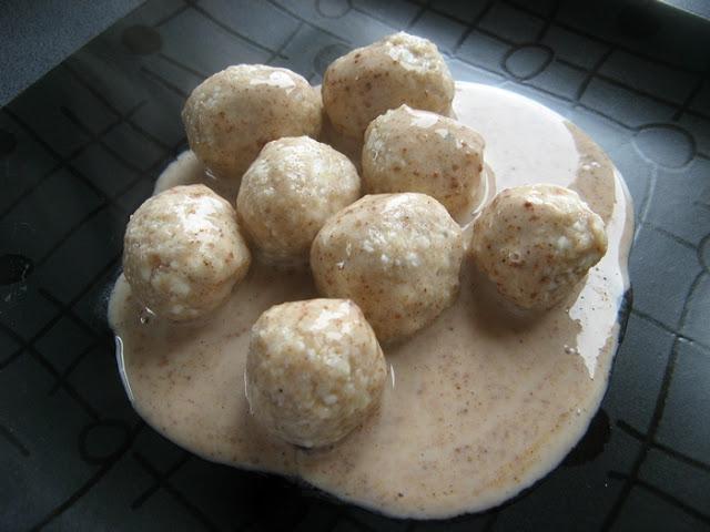 Kluski twarogowe z jogurtem naturalnym i cynamonem