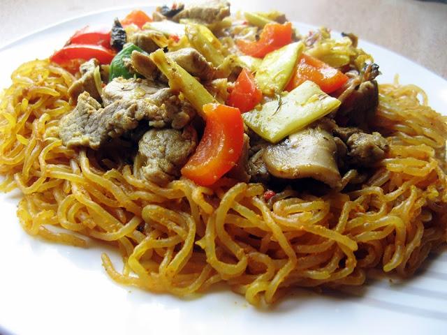 Niskowęglowodanowy makaron, czyli orientalne Skinny noodles z polędwicą wieprzową