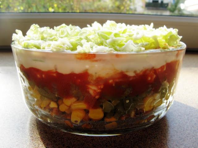 Dietetyczna warstwowa sałatka gyros