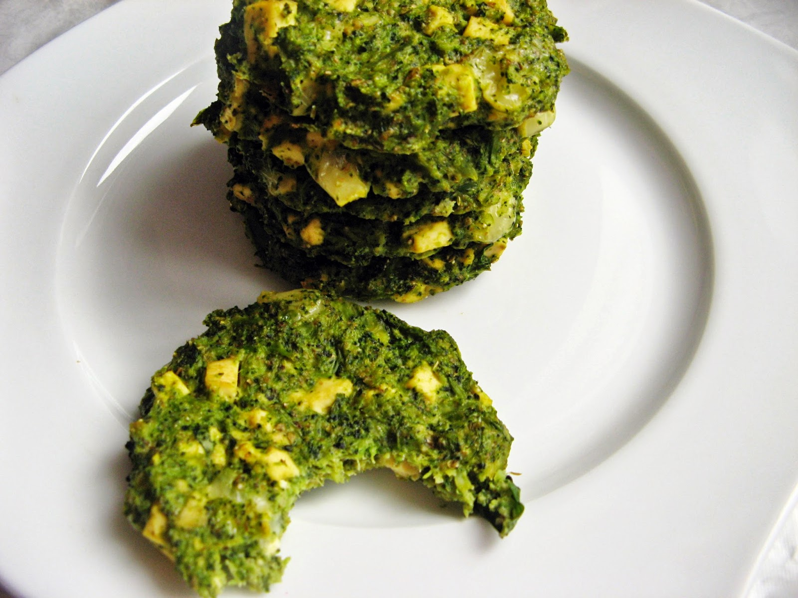 Dietetyczne pieczone kotlety brokułowe z tofu
