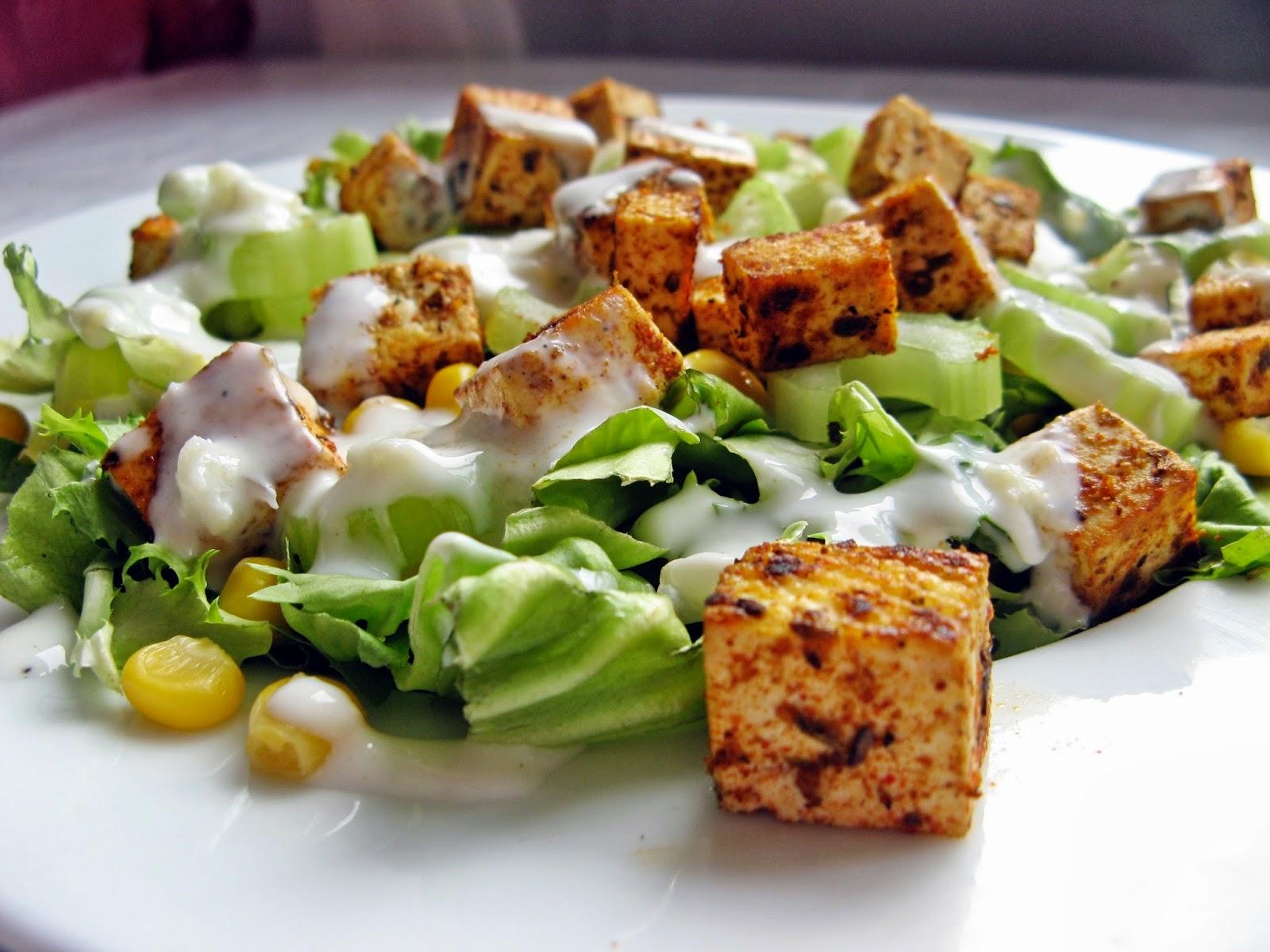 Wege sałatka z selerem naciowym i tofu