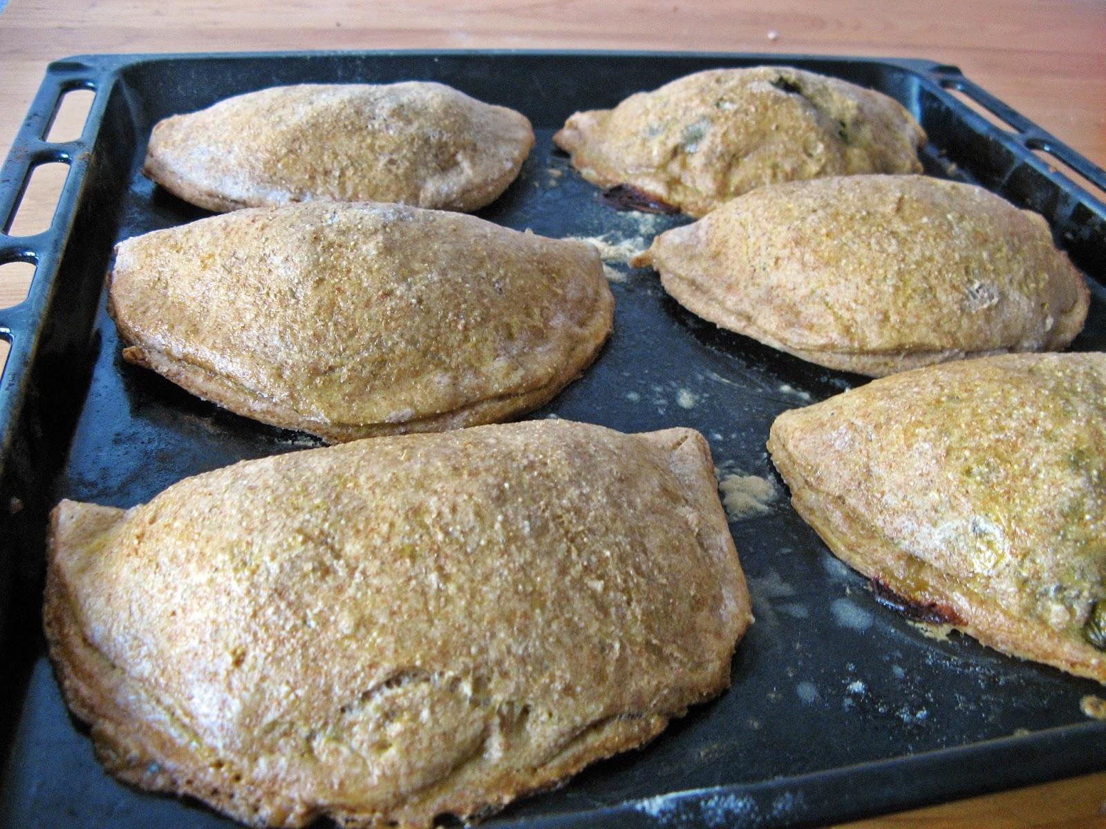 Pełnoziarniste pieczone pierogi z kurczakiem, fetą i szpinakiem
