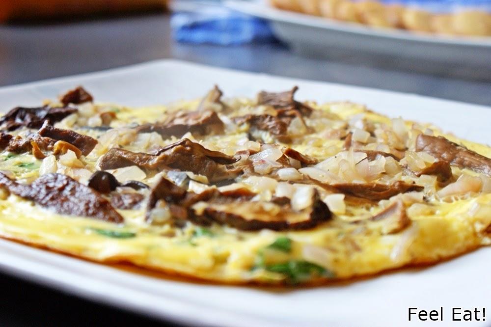 Omlet z grzybami i cebulą