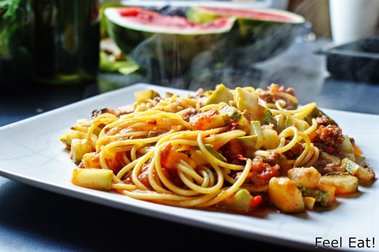 Lekkie spaghetti z cukinią i pomidorami