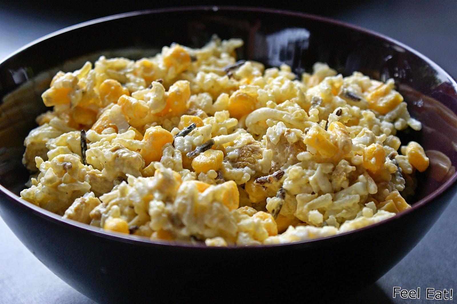Dietetyczna sałatka z ryżem i kurczakiem curry