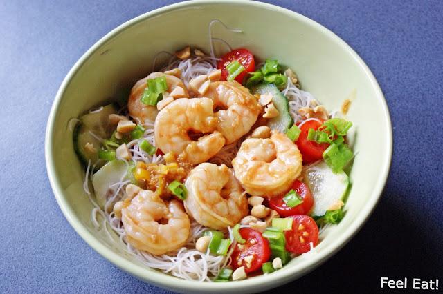 Lekka i zdrowa tajska sałatka z krewetkami