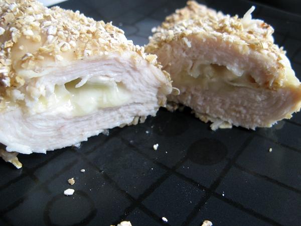 IMG 4747 - Pierś z kurczaka w panierce nadziewana camembertem