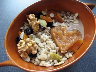 IMG 4878 - Kasza pęczak na słodko z bakaliami, jogurtem, prażonym jabłkiem i cynamonem, czyli witaminowy początek dnia! :)