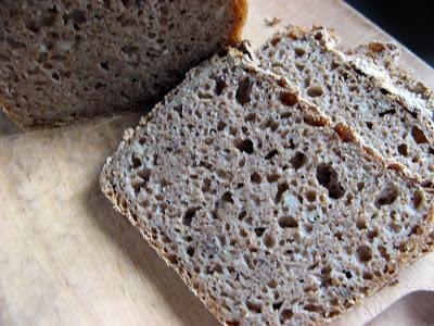 Chleb wysokobłonnikowy pełnoziarnisty z odtłuszczonym lnem
