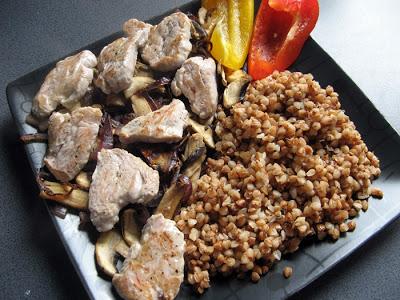 Picture 017 1 - Polędwiczki z pieczarkami i cebulką z kaszą gryczaną