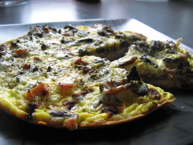 Picture 016 1 - Pyszna frittata z wędzoną piersią z kurczaka, pieczarkami, serem i ziołami prowansalskimi