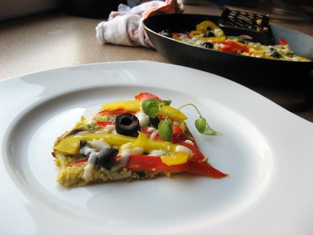 Frittata z kozim serem i czarnymi oliwkami