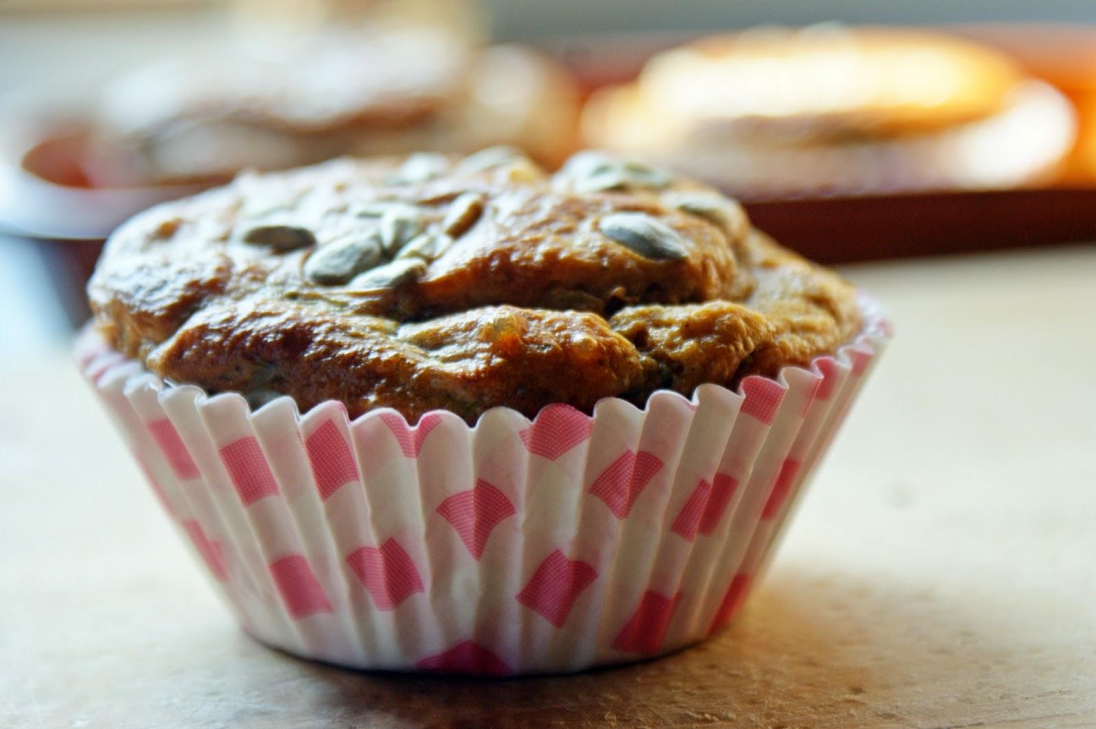 DSC04916 - Pełnoziarniste wytrawne muffiny z czerwoną cebulką i bazylią
