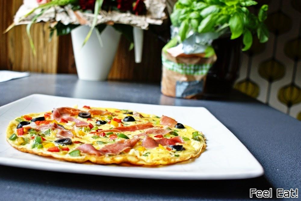 DSC06202 - Omlet z prosciutto, papryką i oliwkami
