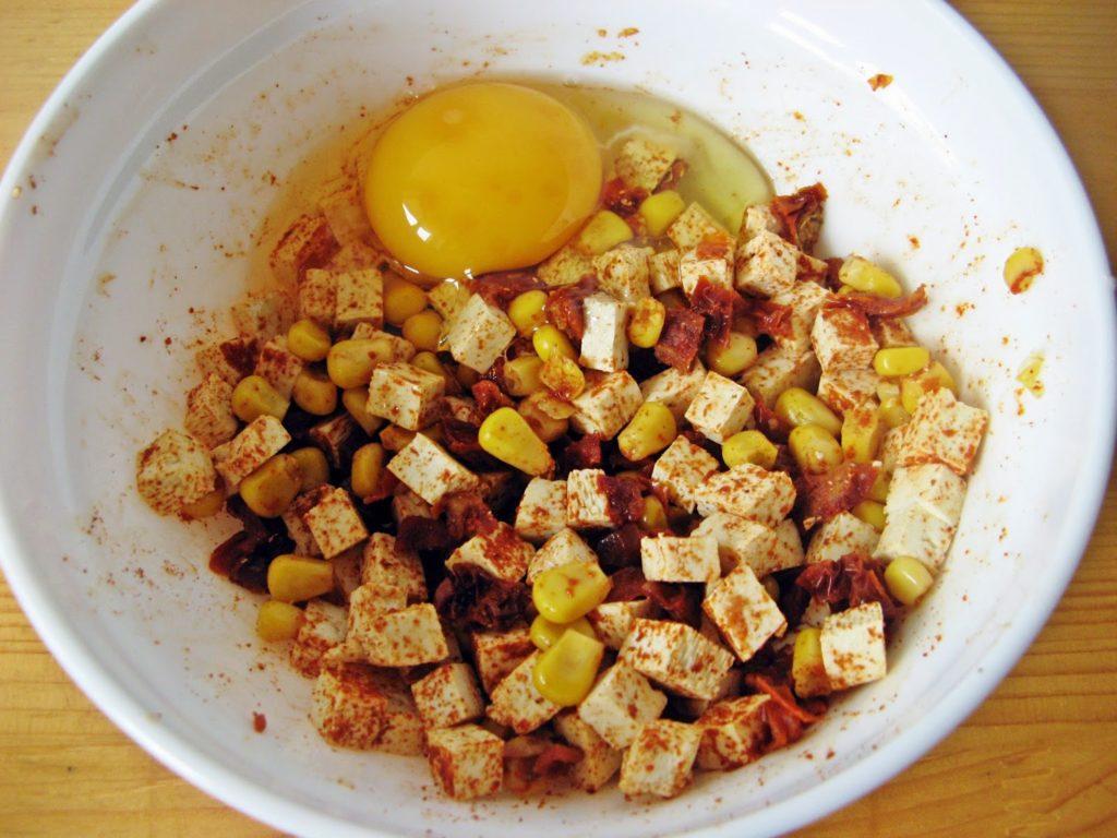 IMG 0109 1024x768 - Wegetariańskie kotlety z kaszy jaglanej z tofu, suszonymi pomidorami i kukurydzą