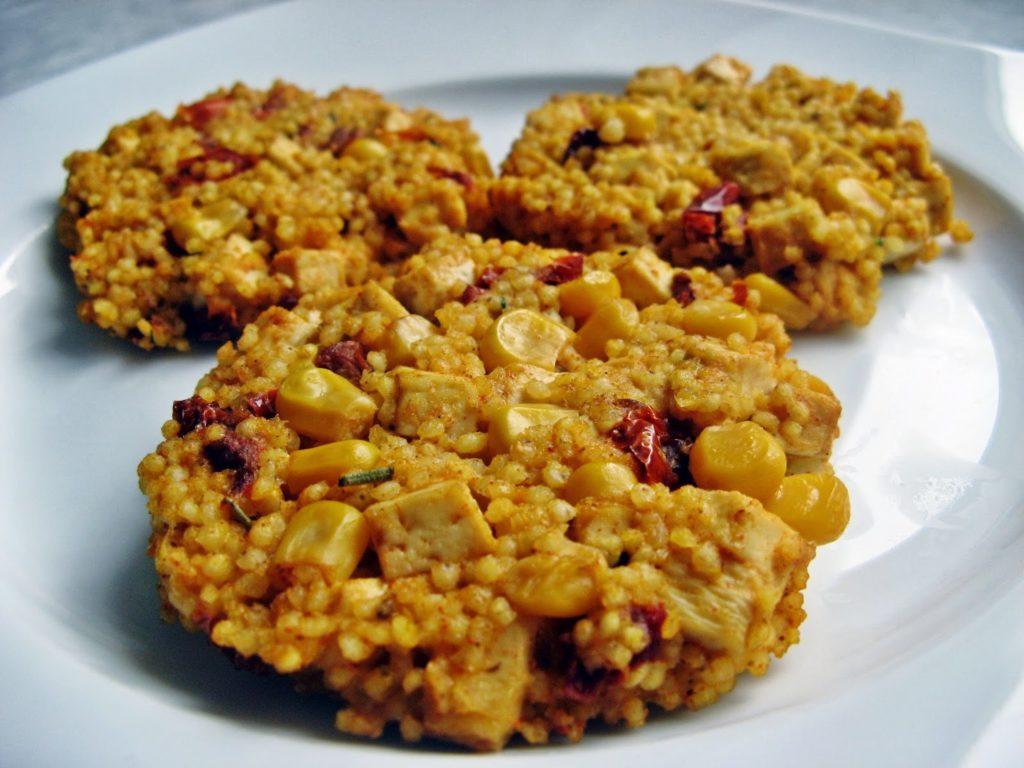 IMG 0161 1024x768 - Wegetariańskie kotlety z kaszy jaglanej z tofu, suszonymi pomidorami i kukurydzą