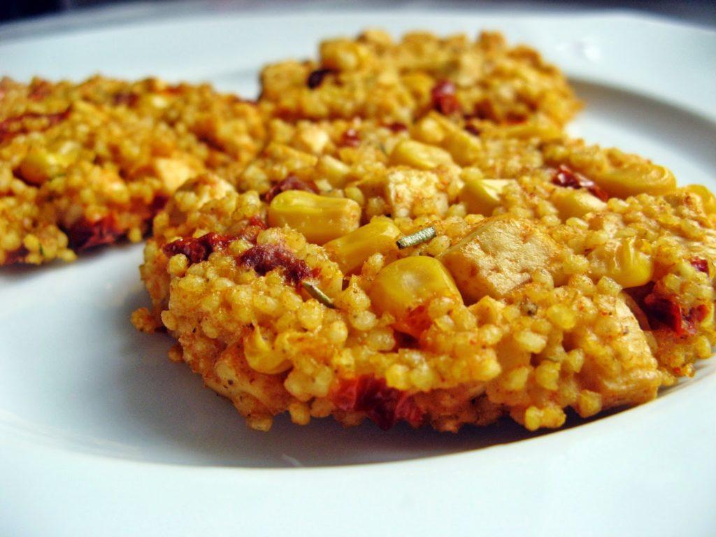 IMG 0162 1024x768 - Wegetariańskie kotlety z kaszy jaglanej z tofu, suszonymi pomidorami i kukurydzą