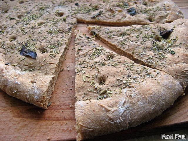 Pełnoziarnista orkiszowa focaccia z serem