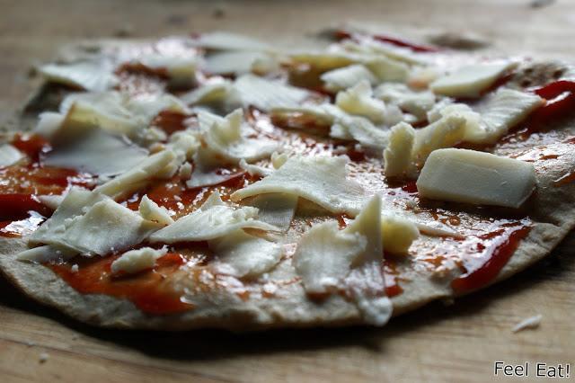 DSC08858 - Zdrowe koreczki z pomidorami, bazylią i tortillą zapiekaną z serem mozzarella