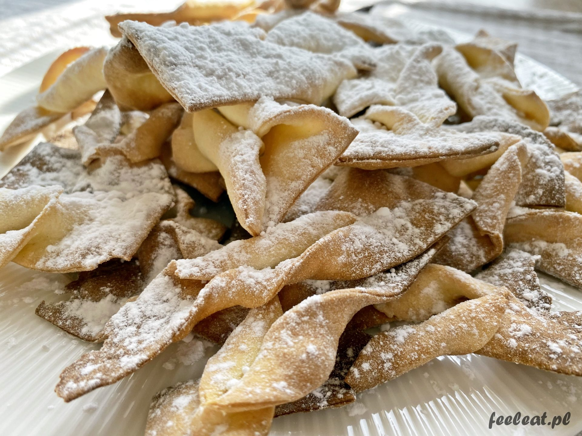 Faworki z piekarnika, czyli pieczone chrusty