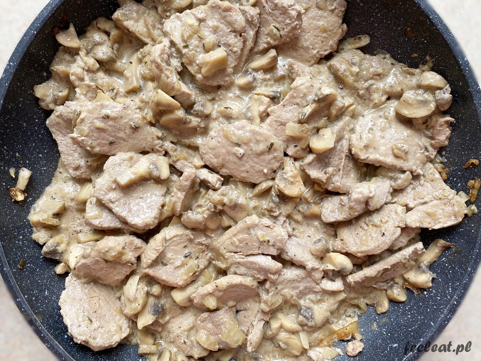Polędwiczka wieprzowa z pieczarkami i cebulą