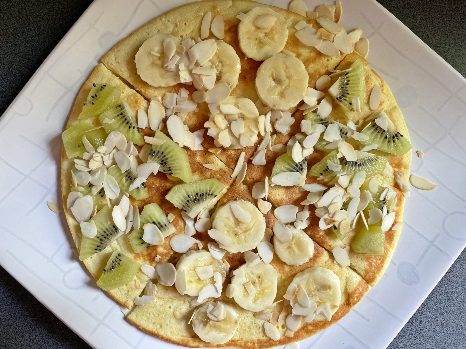 Omlet twarogowy z owocami – fit omlet z twarogiem